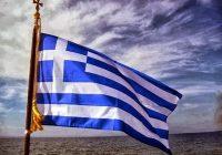 «Ὑψῶστε στὰ μπαλκόνια σας τὴν Ἑλληνικὴ Σημαία».