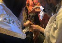 Ὁμαδικὴ βάπτιση παιδιῶν Ρομά,